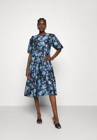 Cras - LOLACRAS DRESS - Juhlamekko - blue - 1