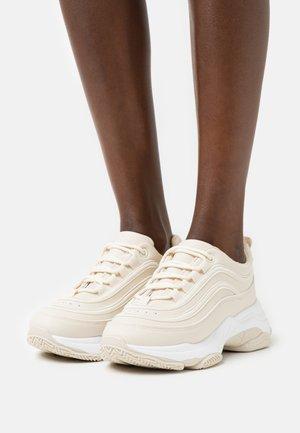 VEGAN LIZZIES - Sneakersy niskie - sand