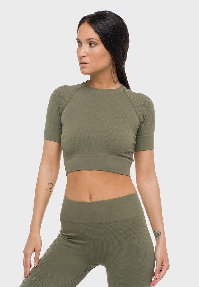 NORA  - T-shirt basic - olive
