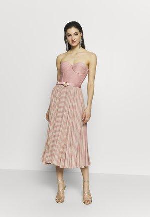 Koktejlové šaty/ šaty na párty - pink/oro