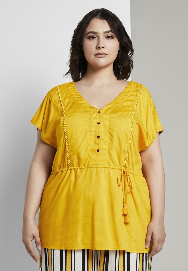 DOBBY TASSEL BLOUSE - Bluser - deep golden yellow