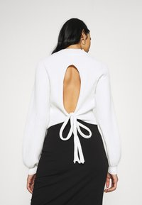 Glamorous - JUMPER WITH LONG SLEEVES HIGH NECK AND CUT OUT BACK - Jumper - offwhite - 2