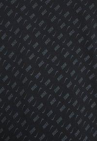Nike Sportswear - REPEAT TEE - T-shirt med print - black/white - 4
