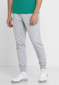 Lacoste Sport - CLASSIC PANT - Teplákové kalhoty - silver chine - 0