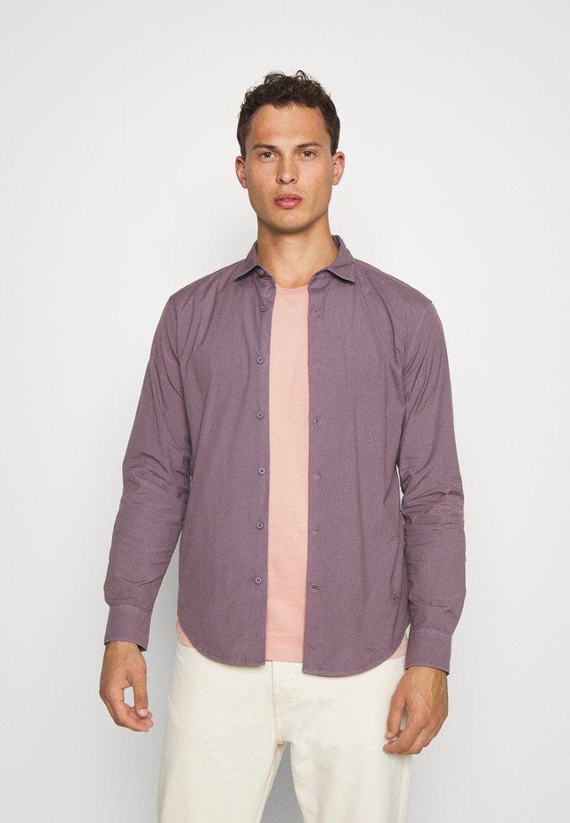 SUSTAINABLE ALPHA SPREAD COLLAR - Camisa - moonscape