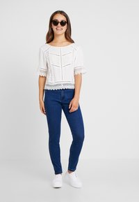 Missguided Petite - ANARCHY MID RISE - Jeans Skinny Fit - indigo - 1
