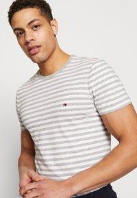 Tommy Hilfiger - T-shirt basic - grey - 3