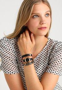 Versace Watches - Rannekello - black - 0