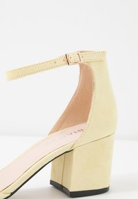 Bianco - BIADIVIVED - Classic heels - yellow - 2