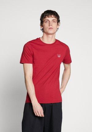 JJEDENIM LOGO TEE O-NECK - Basic T-shirt - rio red/white