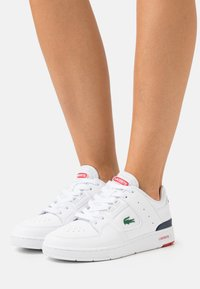 Lacoste - COURT CAGE  - Baskets basses - white/navy/red - 0