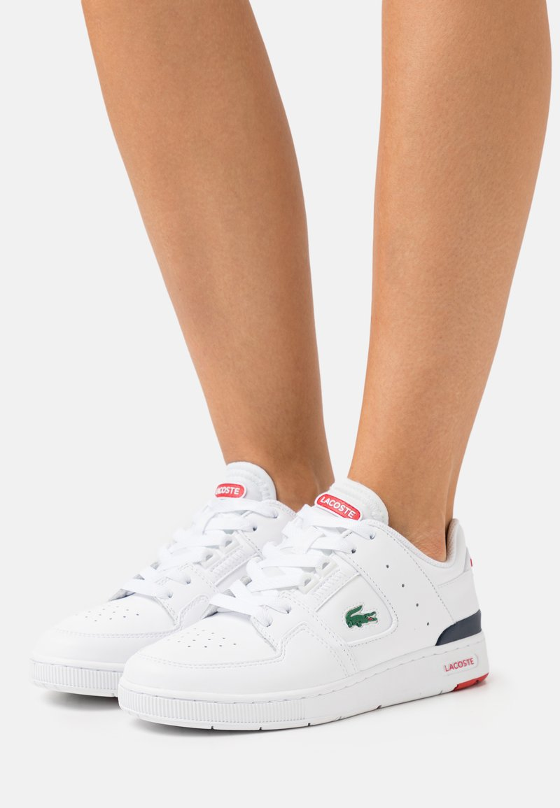 Lacoste - COURT CAGE  - Baskets basses - white/navy/red