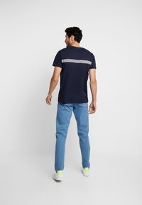 GANT - STRIPE - T-shirt med print - evening blue - 2