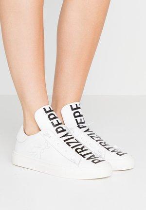Nazouvací boty - bianco
