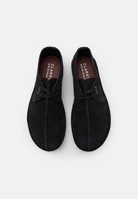 Clarks Originals - DESERT TREK - Casual lace-ups - black - 3