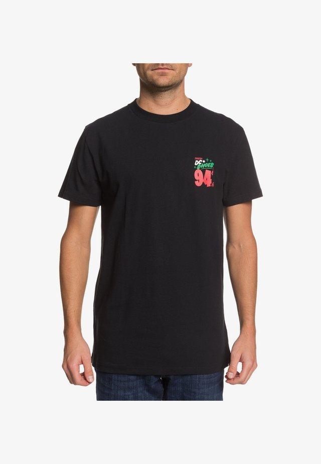 DC SHOES™ BOARDS BABES N BREWS - T-SHIRT FÜR MÄNNER EDYZT04093 - T-shirt imprimé - black