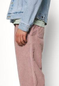 Obey Clothing - EASY PANT - Pantalones - gallnut - 3