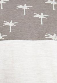 INDICODE JEANS - CHARLTON - Print T-shirt - dark grey - 3