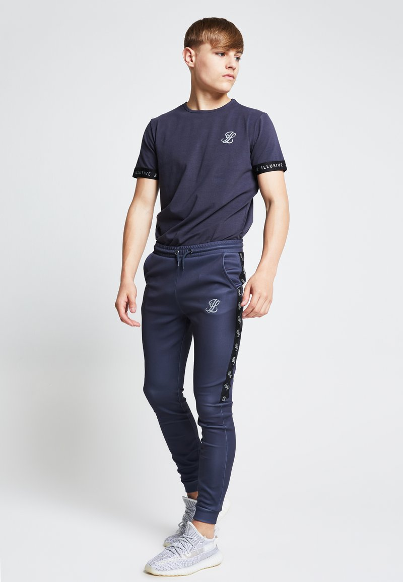 SIKSILK - ILLUSIVE LONDON JUNIORS - Print T-shirt - grey