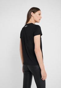 KARL LAGERFELD - KARL X OLIVIA PROFILE TEE - Print T-shirt - black - 2