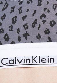 Calvin Klein Underwear - MODERN UNLINED BRALETTE - Bustier - grey - 4