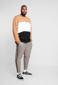 Burton Menswear London - C&S B&T - Bluza - brown - 1