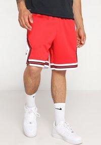 Nike Performance - CHICAGO BULLS NBA SWINGMAN SHORT ROAD - Short de sport - university red/white - 0