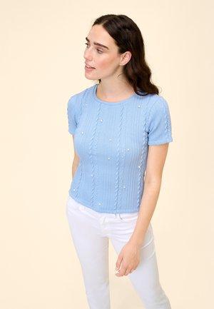 MIT PERLEN - Print T-shirt - sky blue