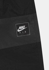 Nike Sportswear - AIR - Shorts - black/dark smoke grey - 2