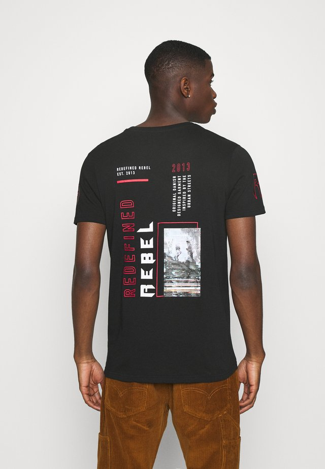 BEAST TEE - T-shirt med print - black