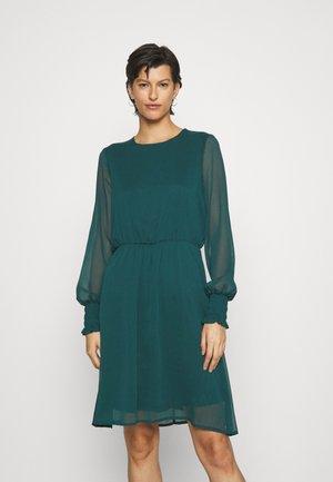 VMSMILLA DRESS - Koktejlové šaty/ šaty na párty - sea moss