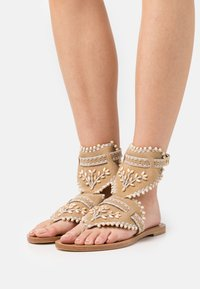 Alberta Ferretti - Sandály s odděleným palcem - brown - 0