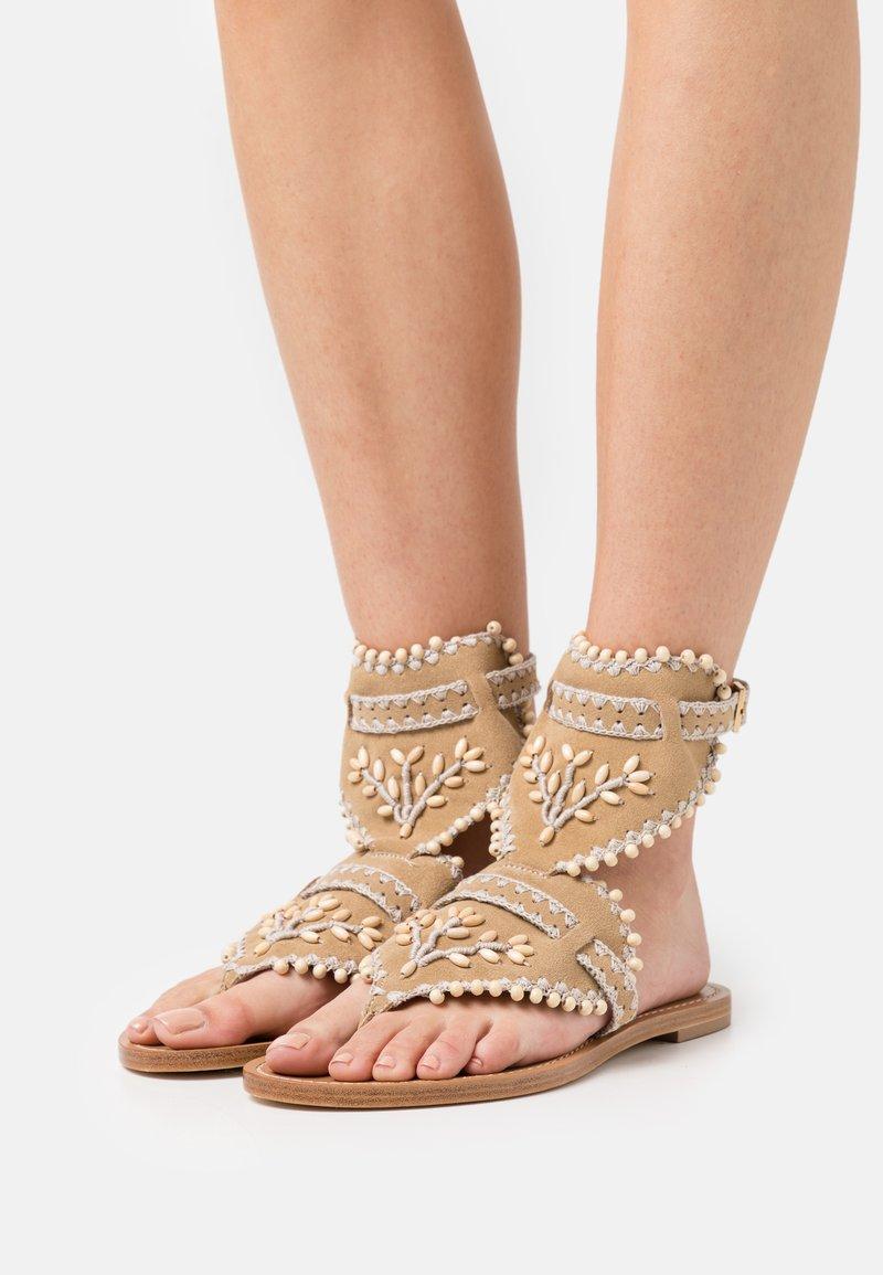 Alberta Ferretti - Sandály s odděleným palcem - brown