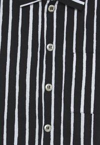 Marimekko - PIKKUPOJANPAITA - Shirt - black/white - 2