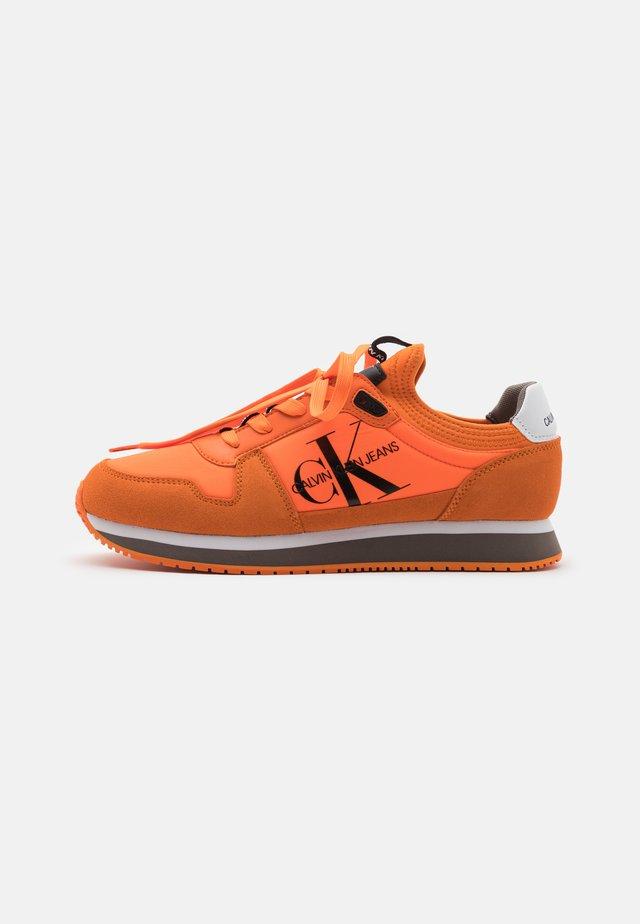 RUNNER SOCK LACEUP  - Baskets basses - vivid orange