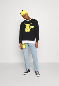 Levi's® - LEVI'S® X  POKÉMON UNISEX CREW - Sweatshirt - yellows/oranges - 1