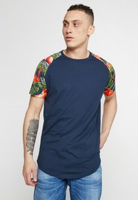 Jack & Jones - JORNEWSPRING TEE CREW NECK - Print T-shirt - navy blazer - 0