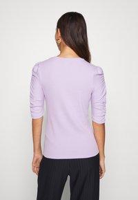 Monki - PIRI - Print T-shirt - lilac - 2