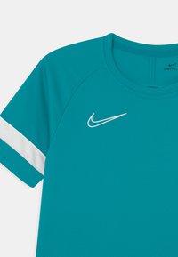 Nike Performance - ACADEMY UNISEX - Camiseta estampada - aquamarine/white - 2