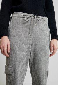 Opus - MILDA - Pantaloni sportivi - hazy fog melange - 5