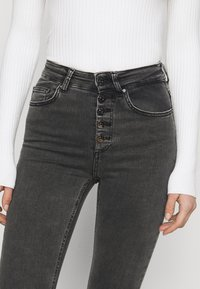 ONLY Tall - ONLBLUSH BUTTON - Jeans Skinny Fit - black - 4