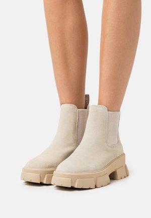 TUSK - Kotníkové boty na platformě - beige