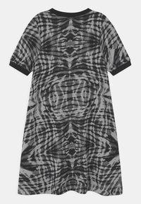Nike Sportswear - Vestido ligero - black/white - 1