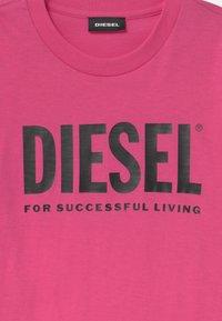 Diesel - JUSTLOGO MAGLIETTA - Print T-shirt - deep rose - 2