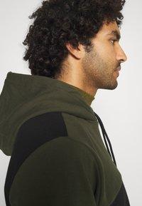 Calvin Klein - COLOR BLOCK HOODIE - Sweat à capuche - green - 3