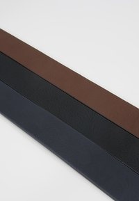Pier One - 3 PACK - Belt - dark blue/black/brown - 7