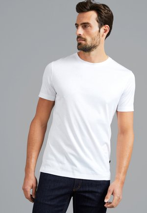 M-PIUS - Basic T-shirt - weiß