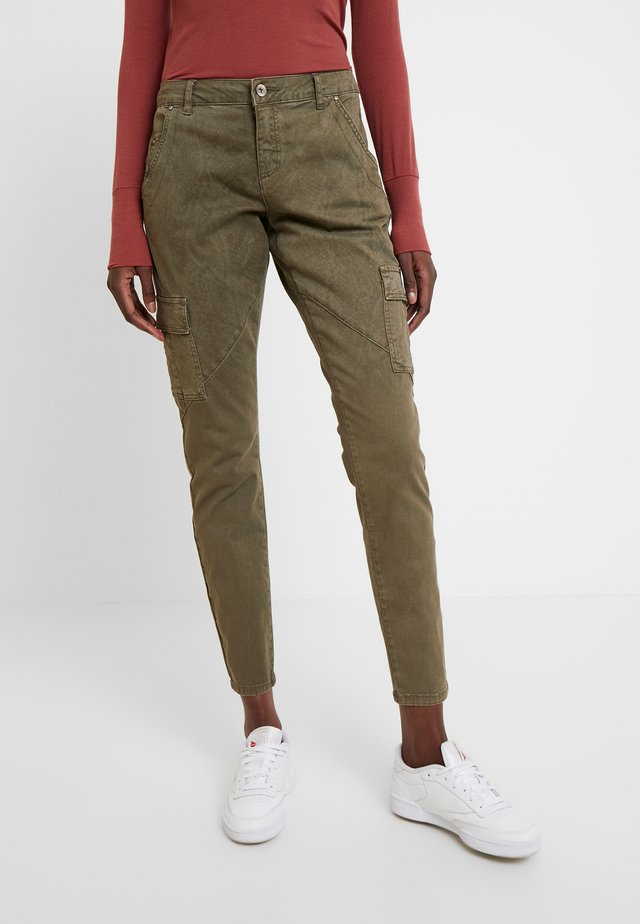 BETTY PANTS BAIILY FIT - Pantaloni - khaki