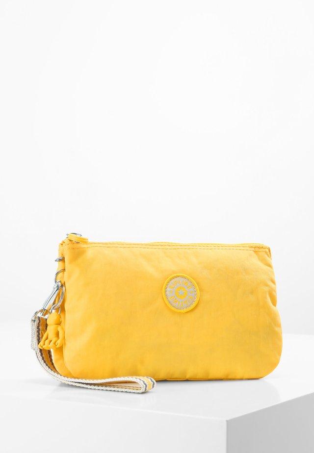 CREATIVITY XL - Plånbok - vivid yellow