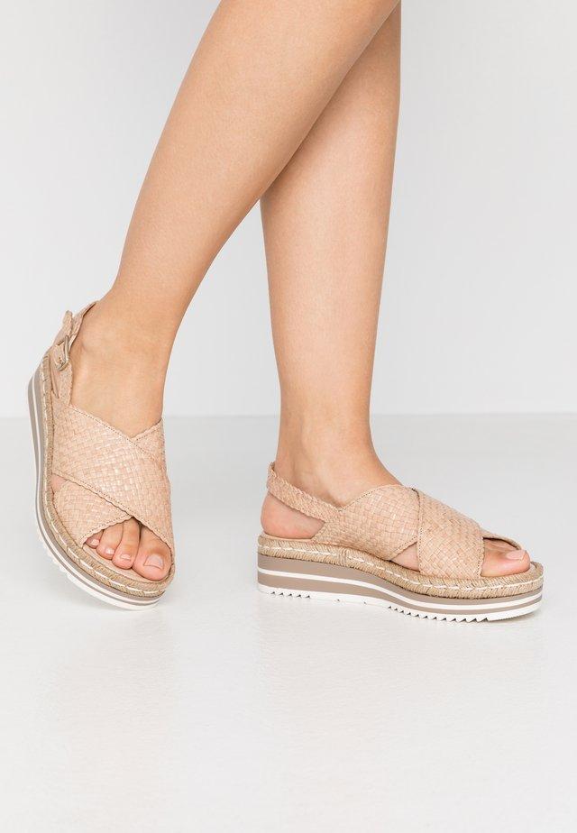 Korkeakorkoiset sandaalit - ivory/beige